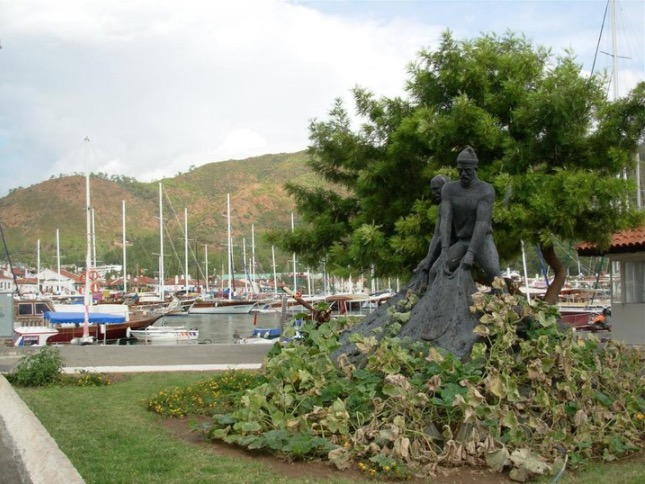 beautiful statue in marmaris center