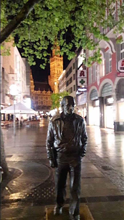 munich near marienplatz statue