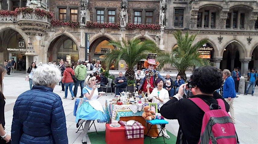 munich amrienplatz alice wonderland