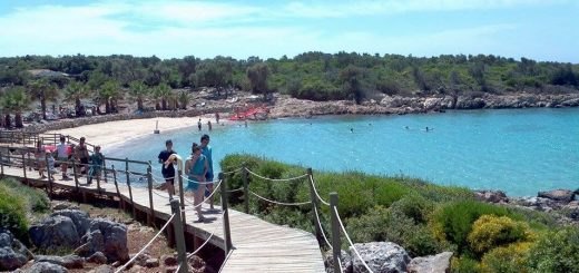 sedir cleopatra beach blue green water