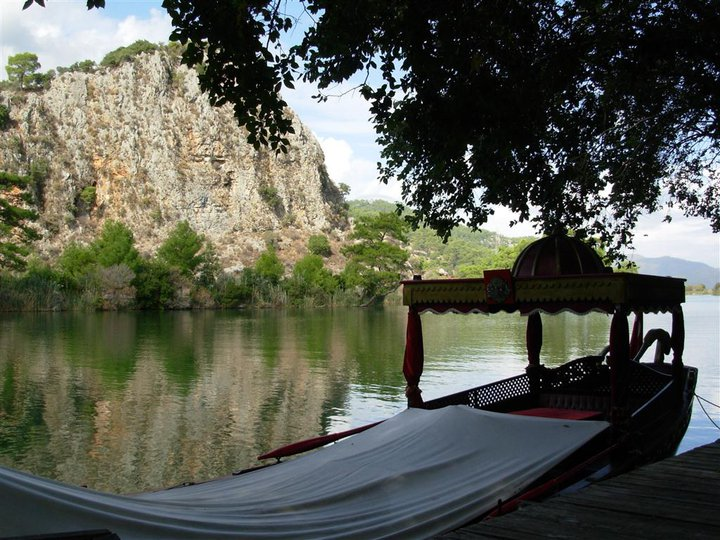 dalyan nehri fancy tourist boat