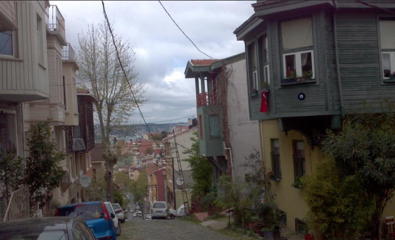 kuzguncuk down the hill uskudar