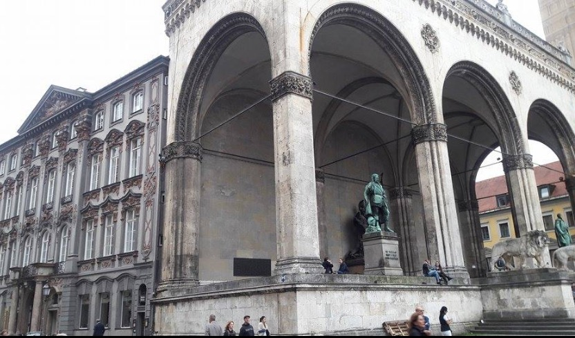 munich statues theatine church